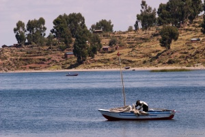 Embarcation traditionelle sur le lac Titicaca